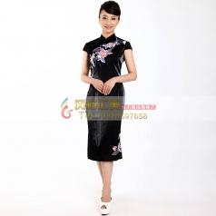 黑色短款绣花旗袍
