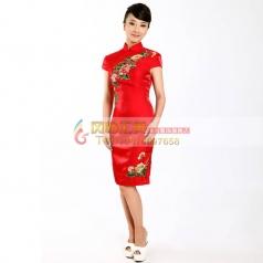 红色短款绣花旗袍